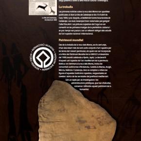 Plafó número de l'exposició sobre les pintures rupestres de la Roca del Moros del Cogul